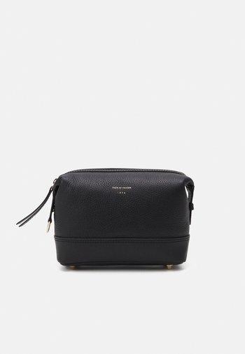 OMBRETT - Wash bag - black