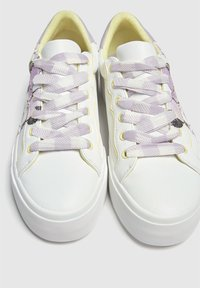 PULL&BEAR - MINNIE MAUS - Sneakers basse - off-white - 5