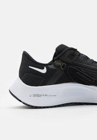 Nike Performance - AIR ZOOM PEGASUS FLYEASE - Neutrale løbesko - black/white/anthracite/volt - 5