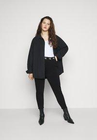 Calvin Klein Jeans Plus - LOGO TRIM PANT - Leggings - Trousers - beh - 1