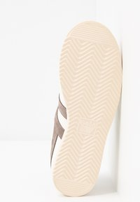 Gola - BULLET REPTILE - Sneakersy niskie - offwhite/taupe grey - 6