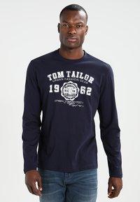 TOM TAILOR - LONGSLEEVE PRINT TEE - Maglietta a manica lunga - navy - 0