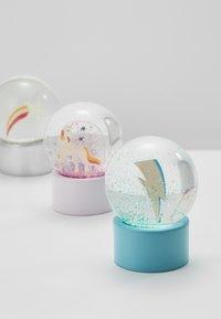 Sunnylife - MINI GLOBES 3 PACK - Dekorationer - multicoloured - 2