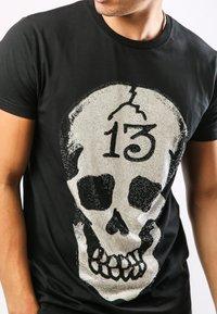 Ed Hardy - SKULL-13 T-SHIRT - T-shirt con stampa - black - 1