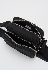 Weekday - SUND CROSSBODY BAG - Across body bag - black - 2