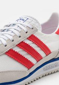 adidas Originals - SL 72 UNISEX - Sneaker low - grey one/footwear white/vivid red - 5