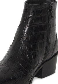 ICHI - IAWESTERN CROCO FW - Ankle boots - black - 5