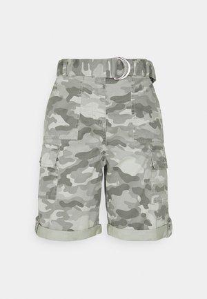 CAMO CARGO - Shorts - green