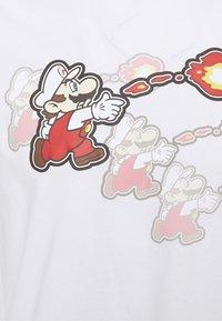Champion Rochester - CREWNECK NINTENDO - Print T-shirt - white - 7