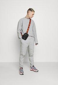 Nike Sportswear - TECH PANT - Verryttelyhousut - grey - 1