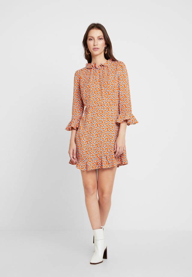 PRINTED RUFFLE DRESS - Day dress - orange