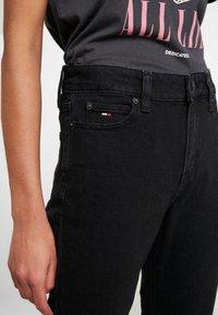 Tommy Jeans - CROP FLARE - Flared Jeans - black denim - 3