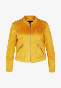 Vero Moda Curve - VMSUMMERSIV SHORT - Imiteret læderjakke - amber gold - 6