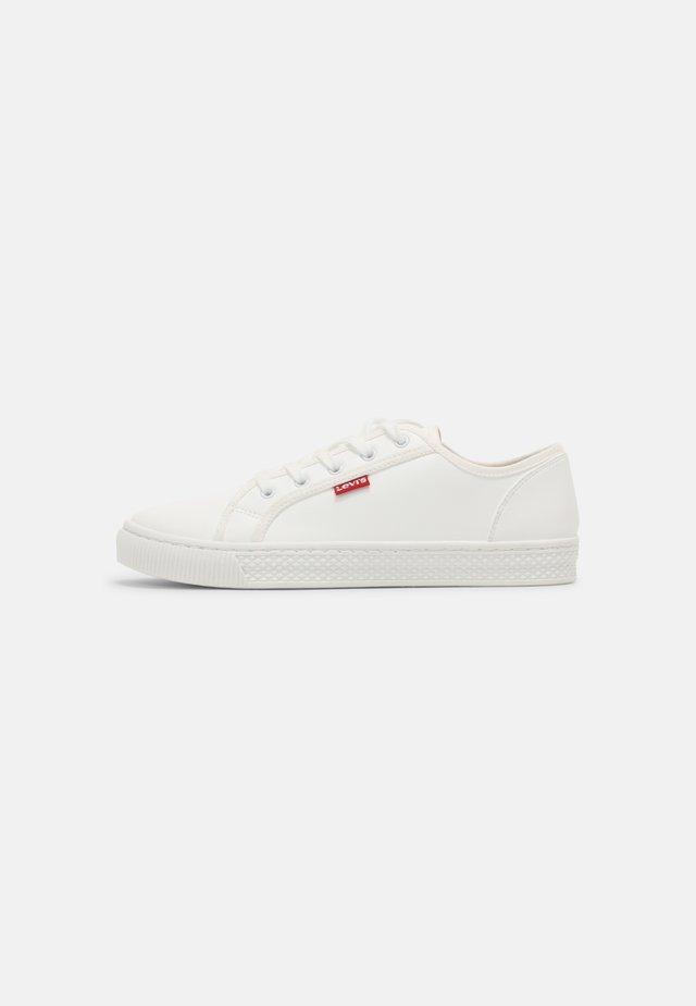MALIBU BEACH - Trainers - regular white