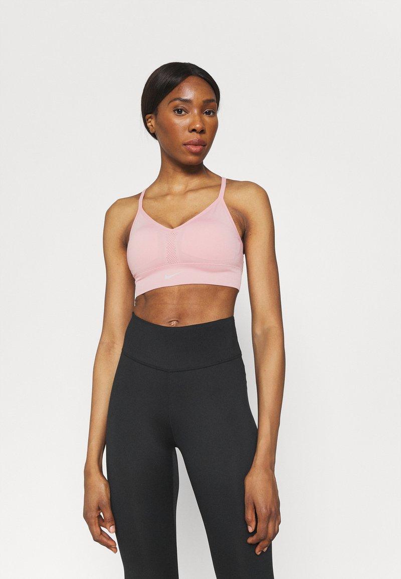 Nike Performance - INDY SEAMLESS BRA - Reggiseno sportivo con sostegno leggero - pink glaze/white