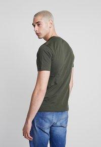 Calvin Klein - FRONT LOGO - Print T-shirt - green - 2
