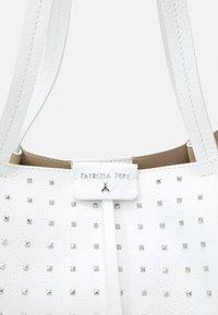 Patrizia Pepe - BORSA SET - Tote bag - bianco - 6
