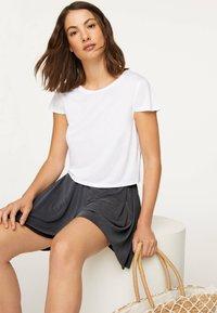 OYSHO - Shorts - dark grey - 3