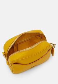 Coach - CAMERA BAG - Across body bag - lemon - 2