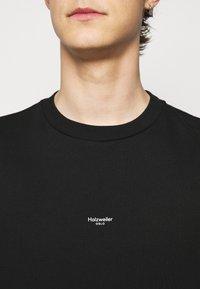 Holzweiler - OSLO TEE - Print T-shirt - black - 4