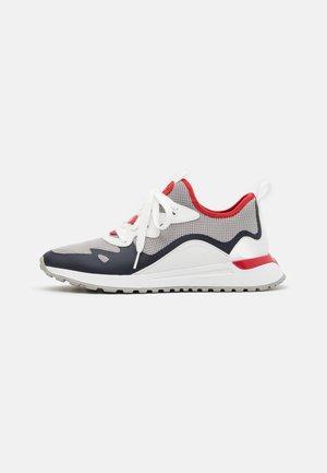 NOLAN TRAINER - Sneakersy niskie - alloy