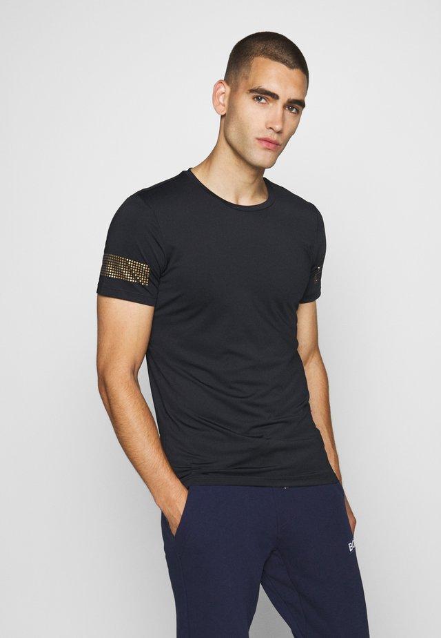 MEDAL TEE - T-shirt imprimé - black/gold
