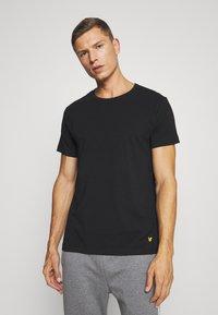 Lyle & Scott - MAXWELL 3 PACK - Pyjama top - bright white/grey marl/black - 3