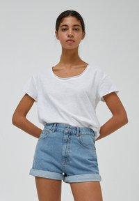 PULL&BEAR - Denim shorts - light blue - 3