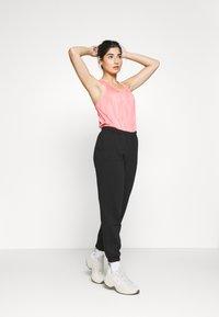 Gina Tricot Petite - BASIC - Tracksuit bottoms - black - 1