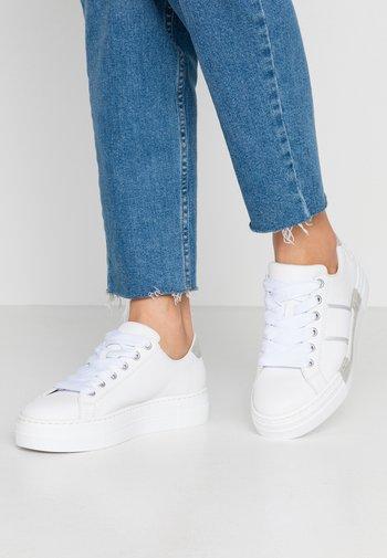 Sneakers laag - weiß/fog/silver