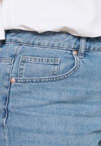 ONLY Carmakoma - CARHINE - Shorts di jeans - light blue denim - 3