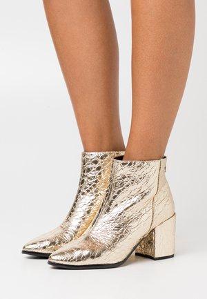 JULIEANNE - Boots à talons - gold