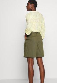 NAF NAF - COMODO - Shorts - vert kaki - 3