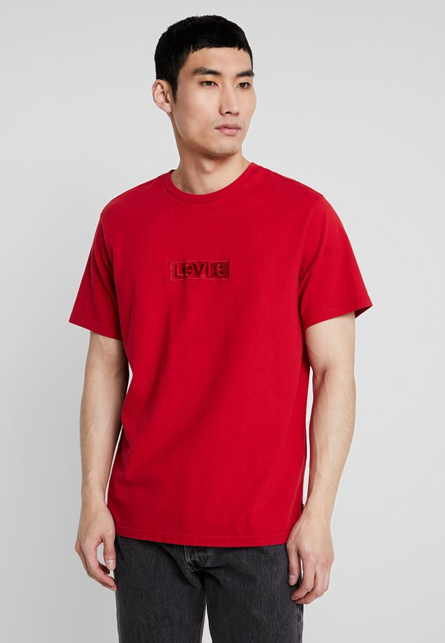 RELAXED GRAPHIC TEE - Basic T-shirt - brilliant red