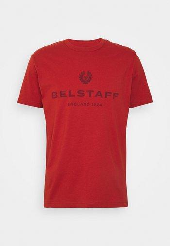 DISTRESSED - Print T-shirt - red ochre