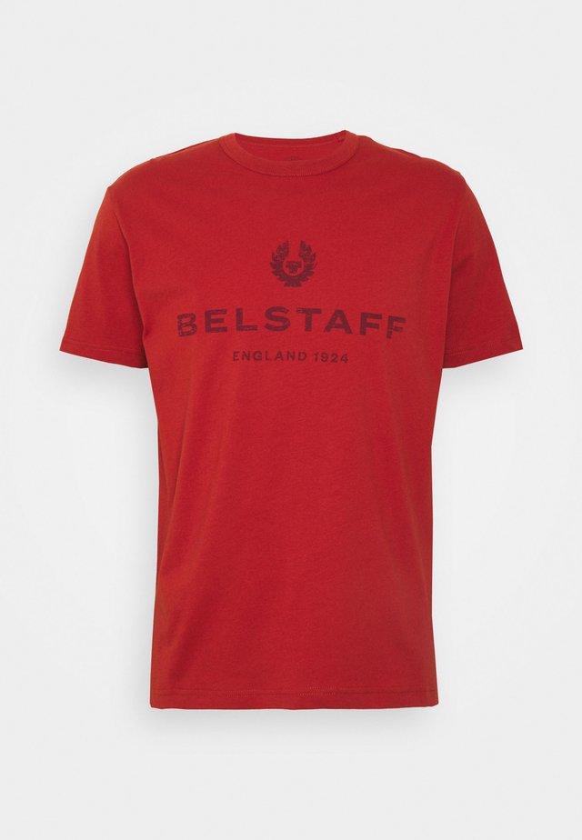 DISTRESSED - T-shirt print - red ochre