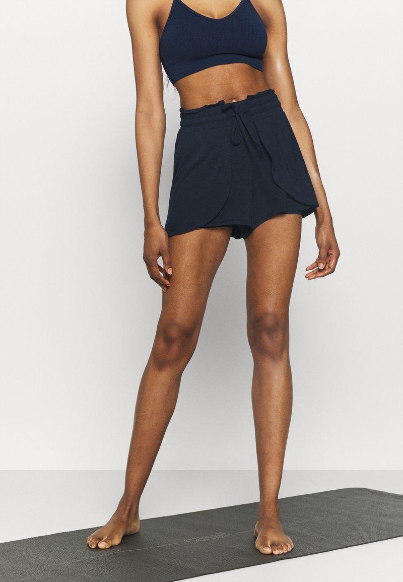Cotton On Body - DOUBLE LAYER PETAL HEM SHORT - Sports shorts - navy