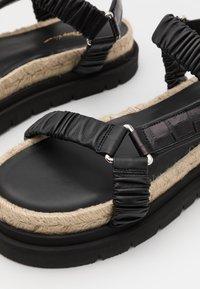 3.1 Phillip Lim - NOA STRAPPY PLATFORM SLIDE - Sandály na platformě - black - 5