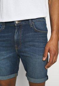 Lee - RIDER - Denim shorts - maui dark - 5
