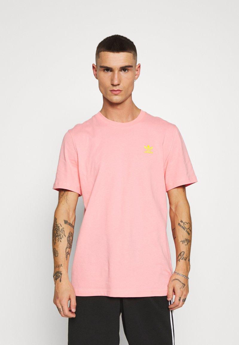 adidas Originals - FRONT BACK TEE - T-shirt imprimé - glory pink/yellow