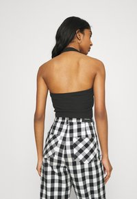 Glamorous - MAYA HALTER NECK CROP WITH OPEN BACK AND LOW V NECK 2 PACK - Top - black/white - 2