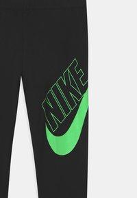 Nike Sportswear - FAVORITES - Legíny - black/vapor green - 2