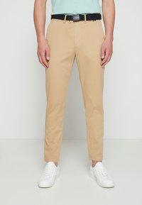 Calvin Klein - SLIM FIT GARMENT DYE BELT - Chinos - grey - 0