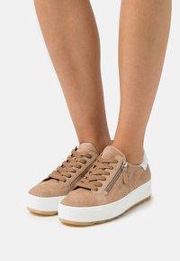 Gabor Comfort - Sneakers laag - sand/weiß - 0