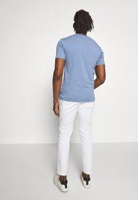 DRYKORN - CARLO - T-shirt - bas - blaugrau - 2