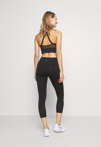 Nike Performance - EPIC CROP - Collant - black/reflective silver - 2