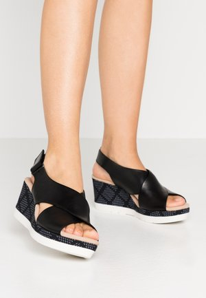 CAMMY PEARL - Platform sandals - black