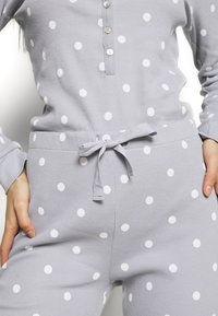 Anna Field - Spot onesie - Pyjamas - light grey/white - 5