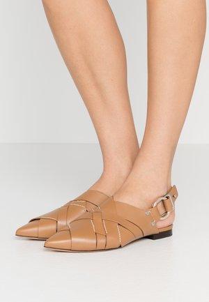 DEANNA POINTY FLAT - Slip-ons - camel