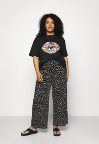 Simply Be - FLORAL LIPS SLOGAN - Print T-shirt - black - 1